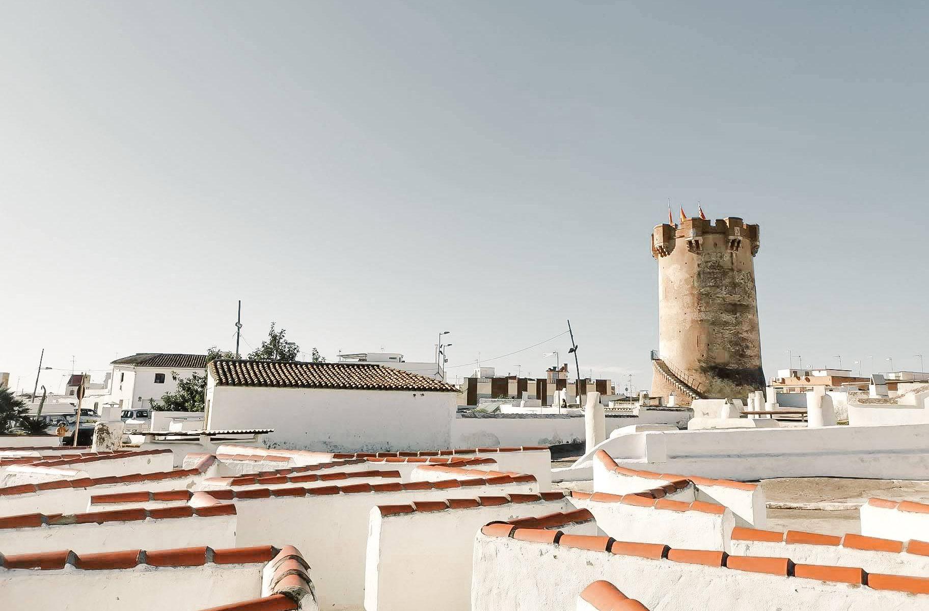 Torre e cavernas de Paterna © lavidaesmara