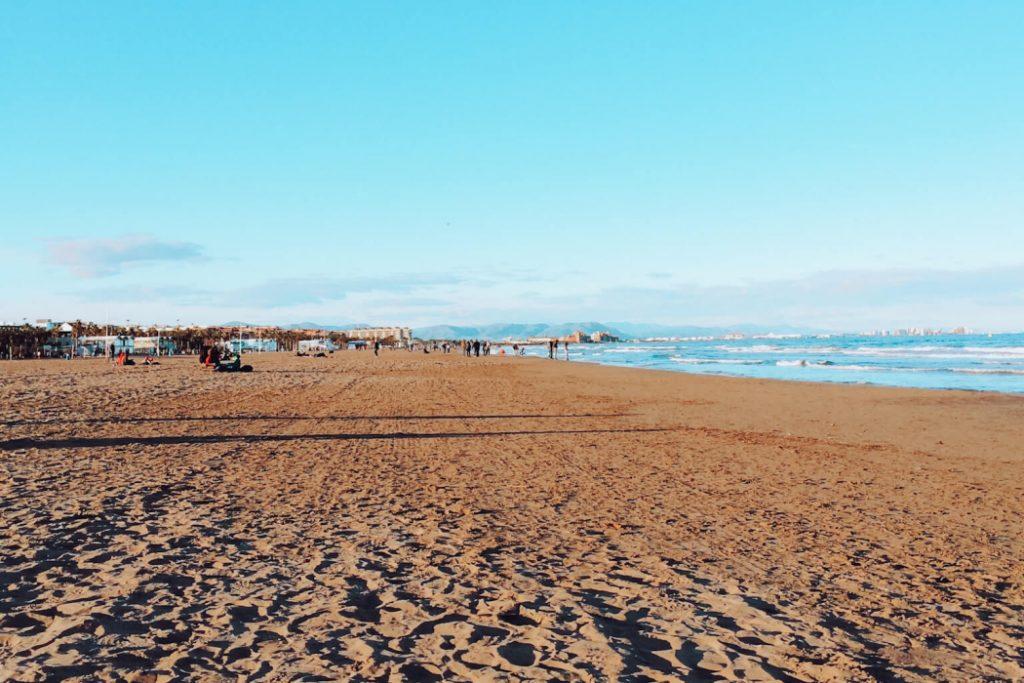Praia Malvarrosa em Valência, Comunidade Valenciana, Espanha © lavidaesmara