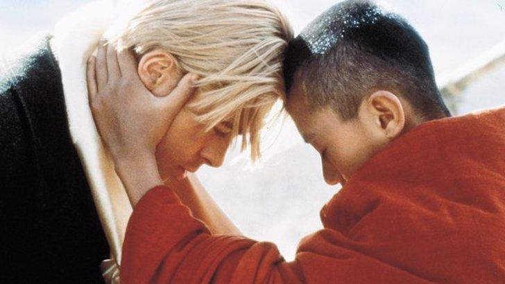 "Brad Pitt e Jamyang Jamtsho Wangchuk em ""Sete Anos no Tibete"" (1997) © 1997 Mandalay Entertainment"
