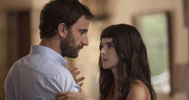 "Clara Lago e Dani Rovira em ""Namoro à Espanhola - Aventura na Catalunha"" (2015) © Lazonafilms"