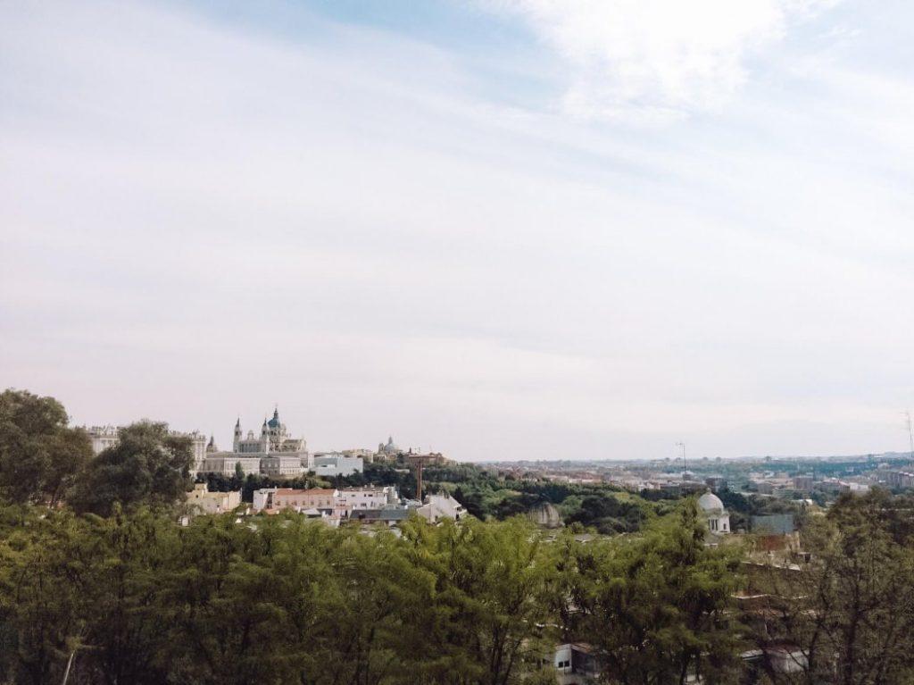 Panorâmica sobre o lado oeste de Madrid junto ao Templo de Debod © lavidaesmara