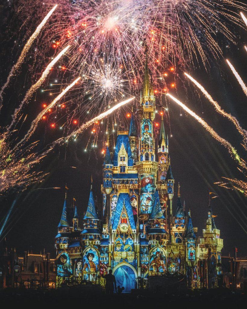 Destinos Disney: Castelo Walt Disney no Parque do estúdio na Flórida © Zichuan Han / Pexels