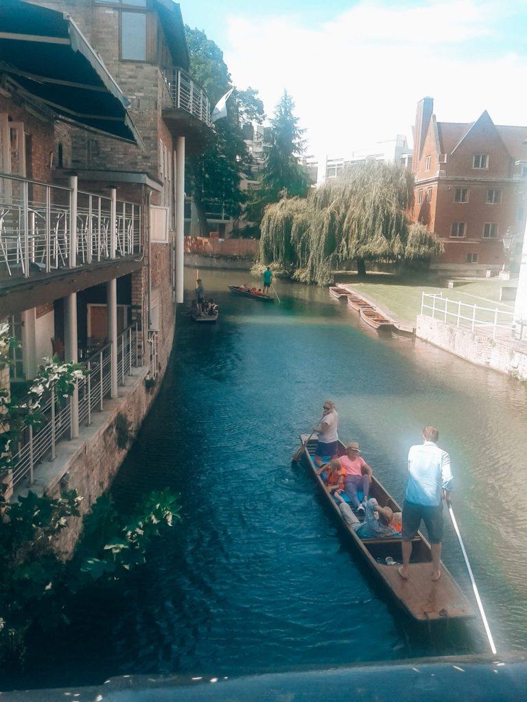Passeio de punting em Cambridge © lavidaesmara