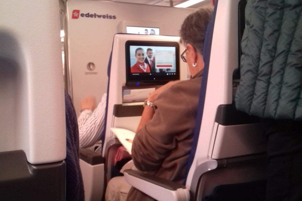 O que fazer a bordo da Edelweiss Air © lavidaesmara